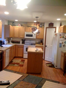 And the kitchen! With the same stove I have now! I LOOOVE my stove! I won't miss it. Woo!